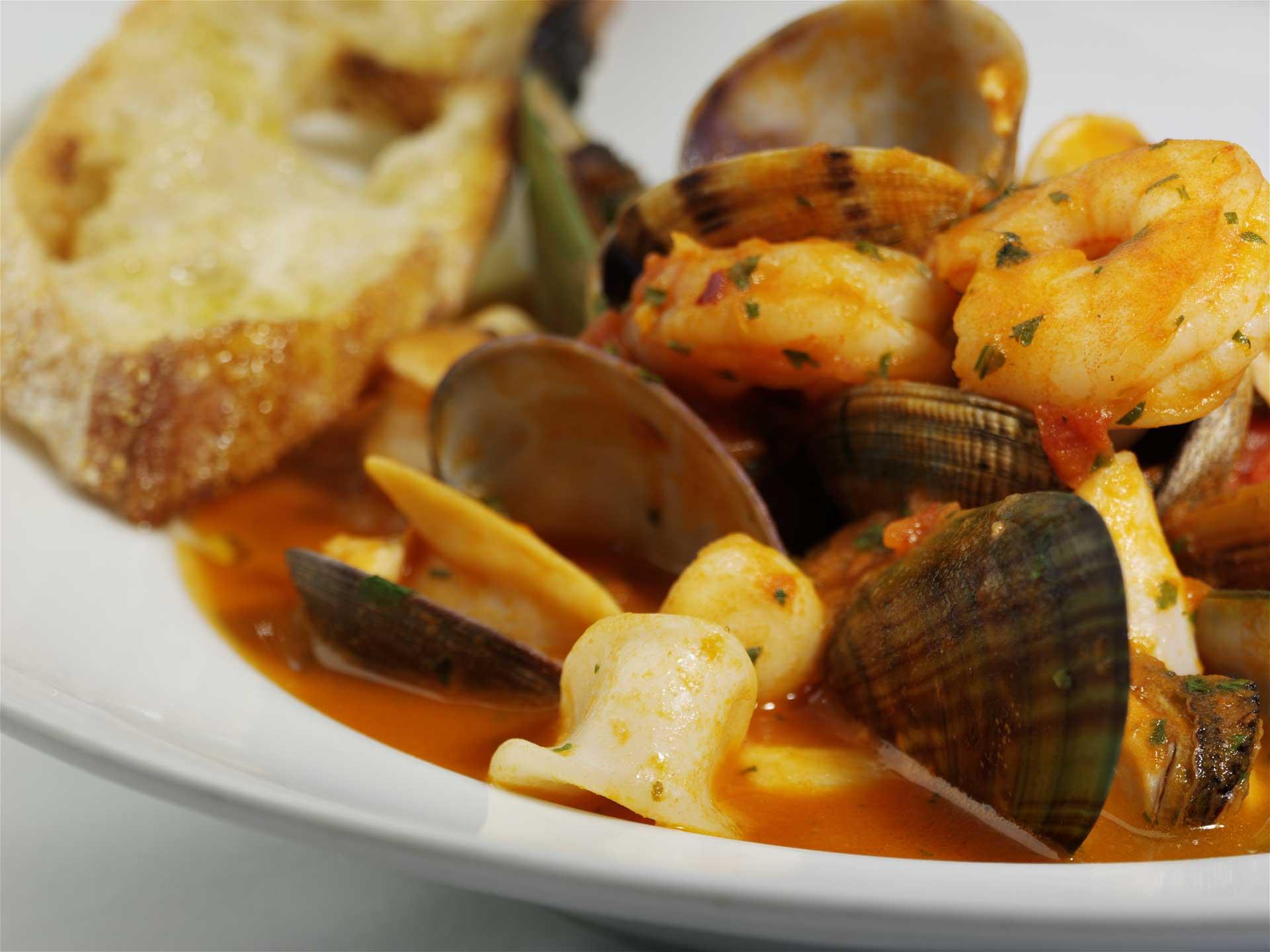 guazzetto-di-mare_array-of-seafood-in-spicy-tomato-broth